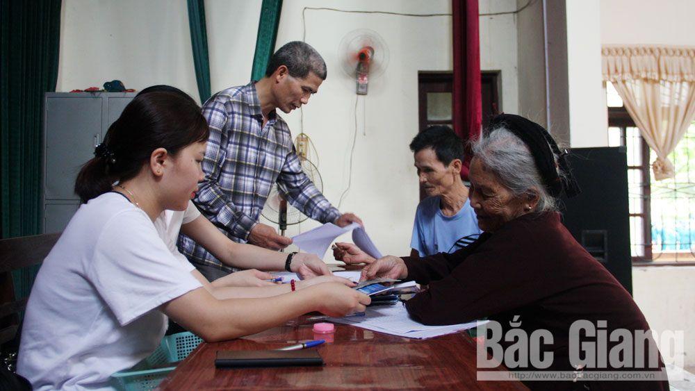 Bắc Giang: Thêm 3 địa phương chi trả tiền hỗ trợ cho đối tượng bị ảnh hưởng bởi dịch Covid-19